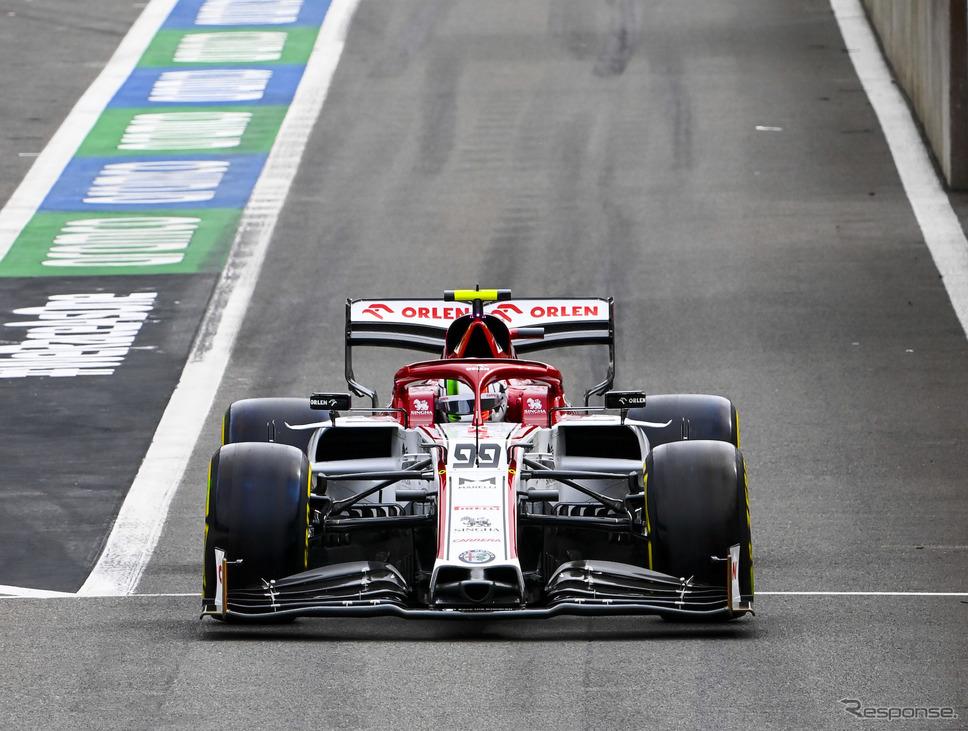 F1アルファロメオの今季マシン「C39」(写真はベルギーGP、#99 A.ジョビナッツィ)。《写真提供 Pirelli》