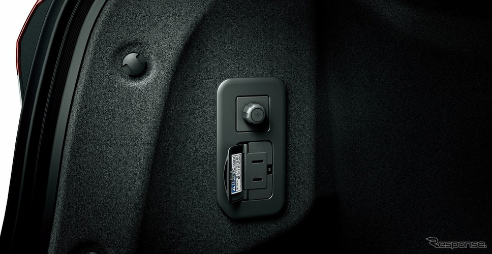 アクセサリーコンセント(AC100V・1500W/非常時給電システム付)《写真提供 トヨタ自動車》