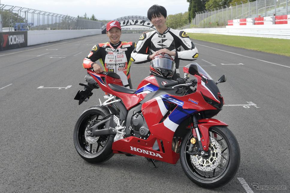 全日本ロードレースST600チャンピオン小山知良選手(写真左)と青木タカオ。《撮影:柴田直行/ホンダモーターサイクルジャパン》