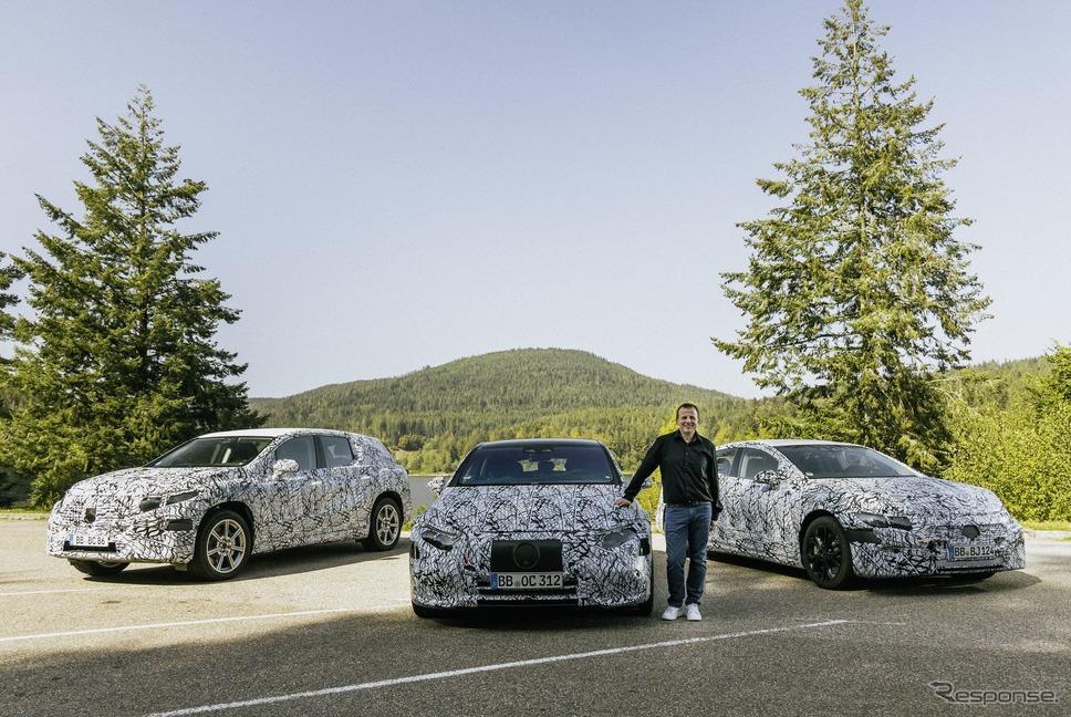 メルセデスベンツの新型EV 3車種のプロトタイプ(左からEQE SUV、EQS、EQE)《photo by Mercedes-Benz》