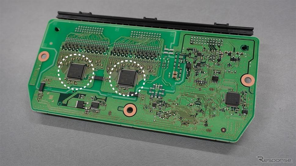 リチウムイオン電池監視IC/電池ECUのコア部品。電動車両の動力源であるリチウムイオン電池の電圧を監視する重要な役割を担っている《写真提供 デンソー》