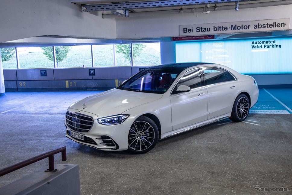 メルセデスベンツ Sクラス 新型を使った自動駐車の実証実験《photo by Mercedes-Benz》