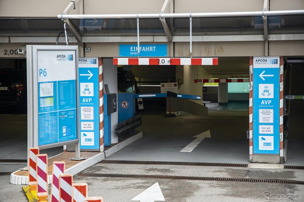 メルセデスベンツ Sクラス 新型を使った自動駐車の実証実験《写真提供 ボッシュ》