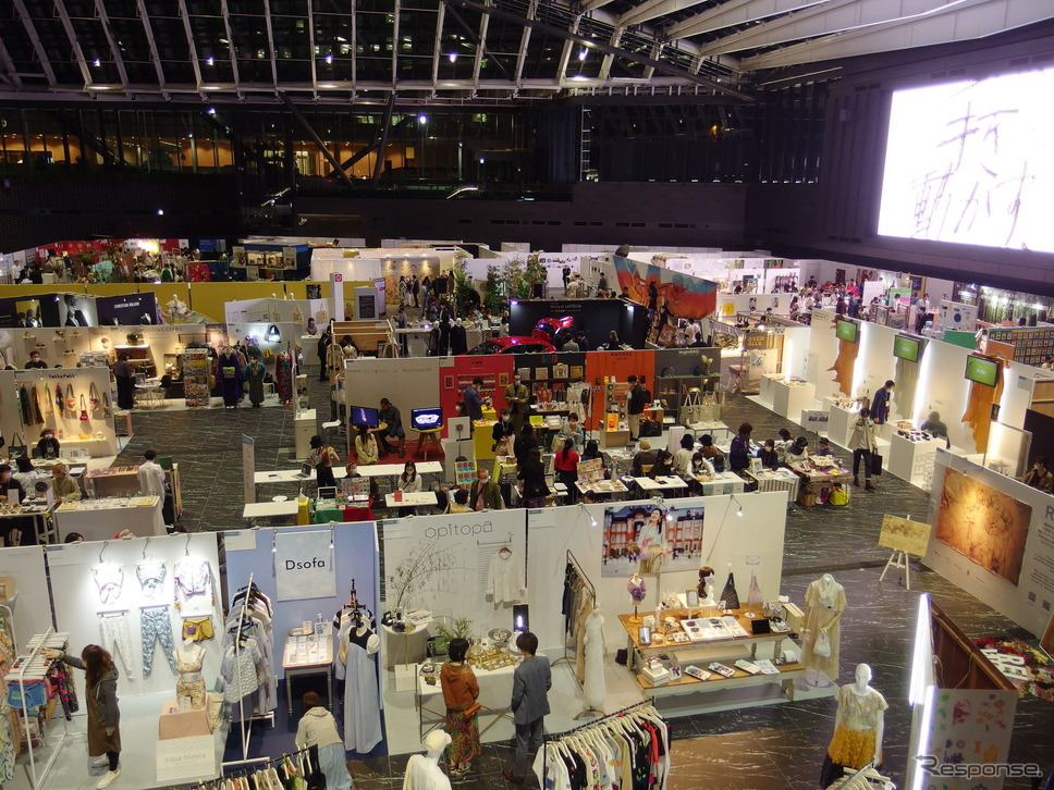 ファッションとデザインのトレードショー「rooms41」(西新宿)に展示、17日まで。《写真撮影 高木啓》
