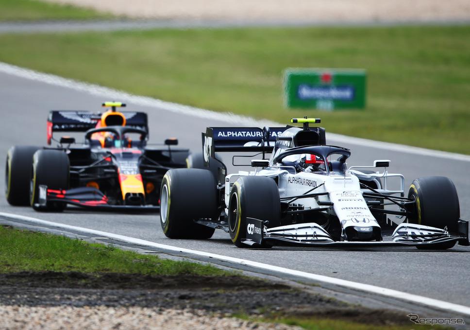アルファタウリ・ホンダの#10 P.ガスリー(前)と、レッドブル・ホンダの#23 A.アルボン(20年F1アイフェルGP)。《写真提供 Honda》