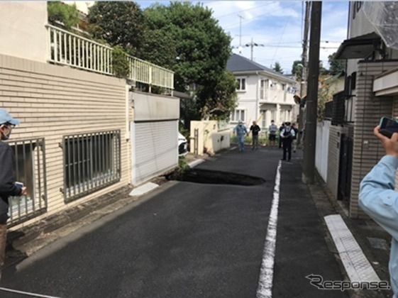 東京外かく環状道路工事現場付近での地表面陥没《写真提供 NEXCO東日本》
