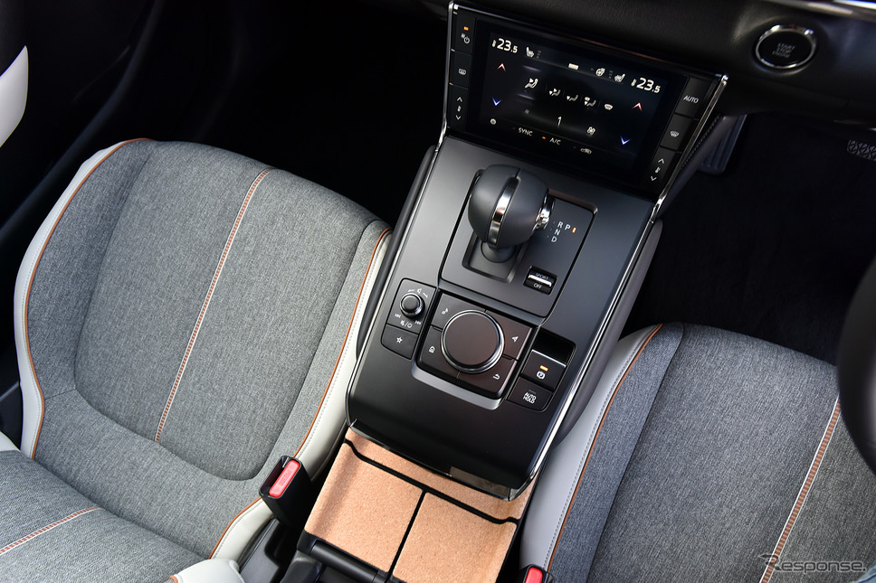 マツダ MX-30(ポリメタルグレー、メタリック+3トーン、内装色:ホワイト、2WD)《撮影 中野英幸》