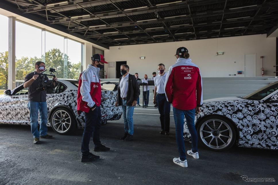 アルファロメオ・ジュリア GTA 新型のプロトタイプとキミ・ライコネン選手、アントニオ・ジョヴィナッツィ選手《photo by Alfa Romeo》