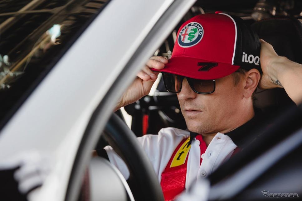 アルファロメオ・ジュリア GTA 新型のプロトタイプとキミ・ライコネン選手《photo by Alfa Romeo》