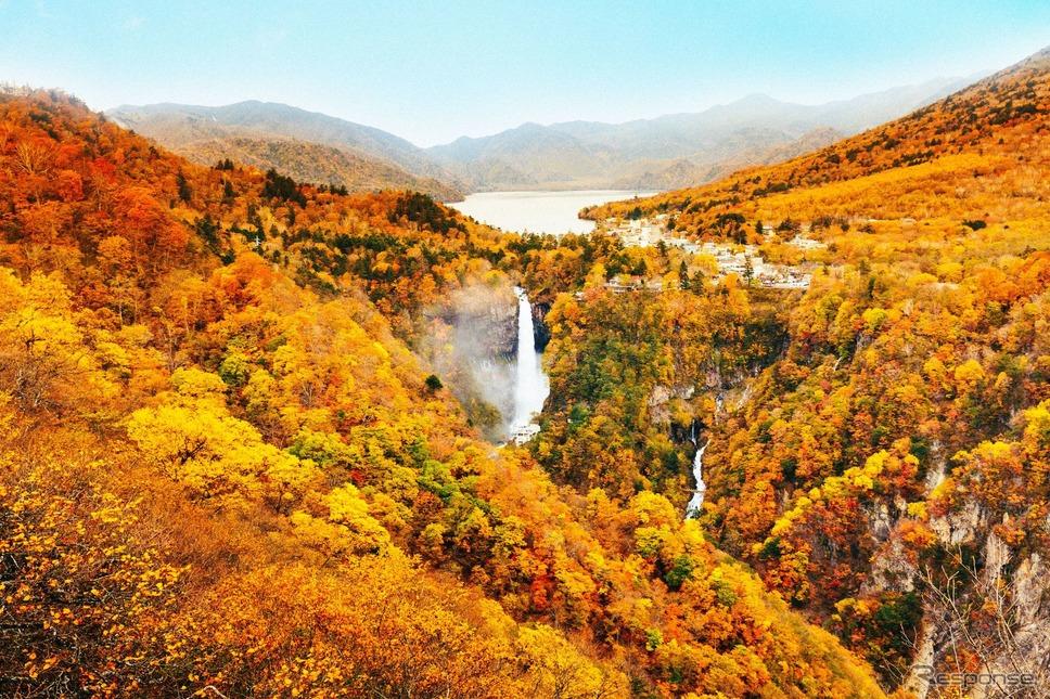 中禅寺湖《写真提供 東武鉄道》