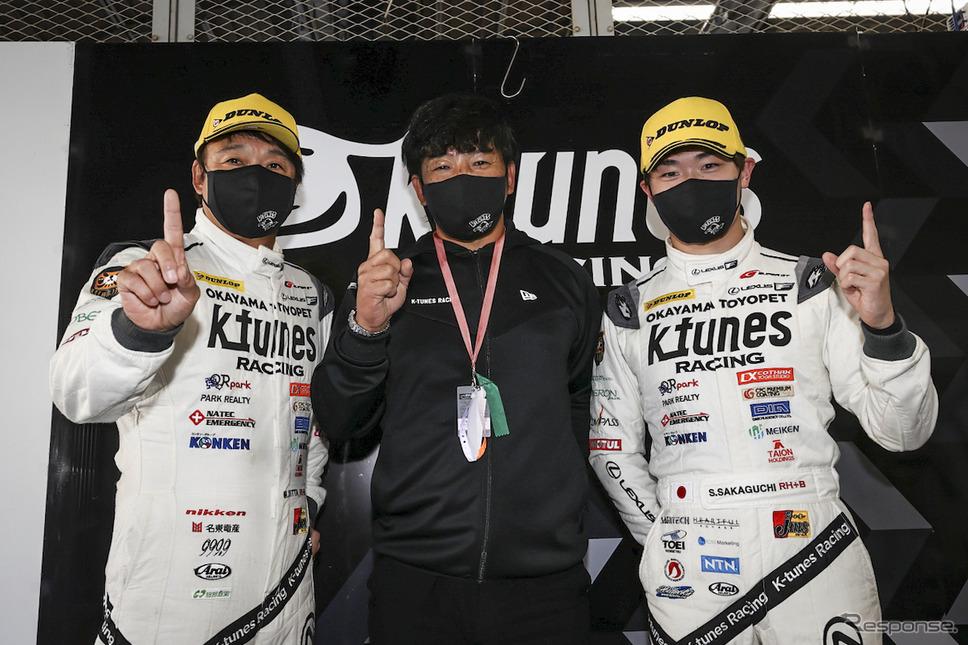 GT300クラスポールポジションを獲得したK-tunes RC F GT3の、左から新田守男、影山正彦監督、阪口晴南《撮影 益田和久》