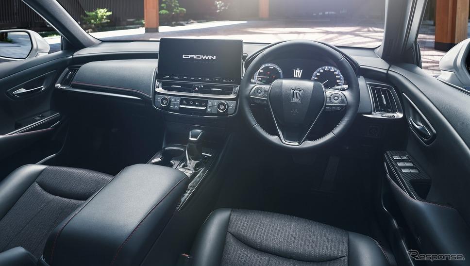 トヨタ クラウン RS(内装色:ブラック)《写真提供 トヨタ自動車》