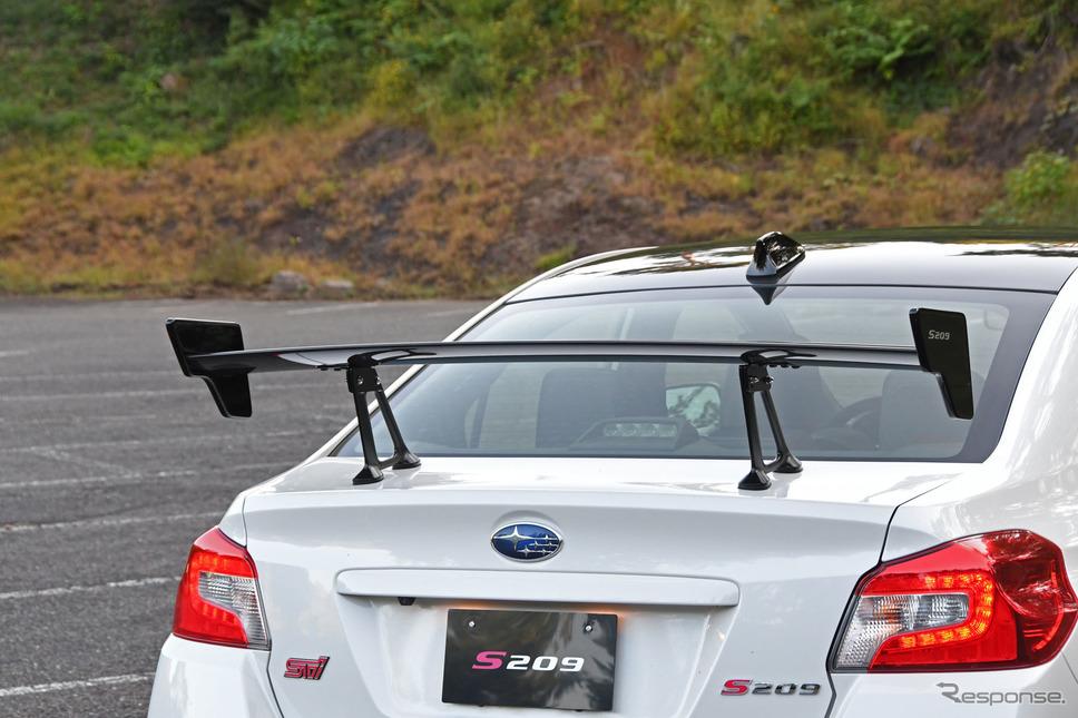スバル STI S209 ドライカーボン製大型リヤウイング《写真撮影 諸星陽一》