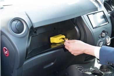 タイムズカー利用方法:キーボックスから車のキーを取り出す。《写真提供 パーク24》
