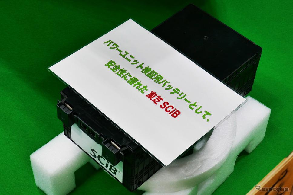 バッテリーはR22eの場合で8個搭載する《写真撮影 会田肇》