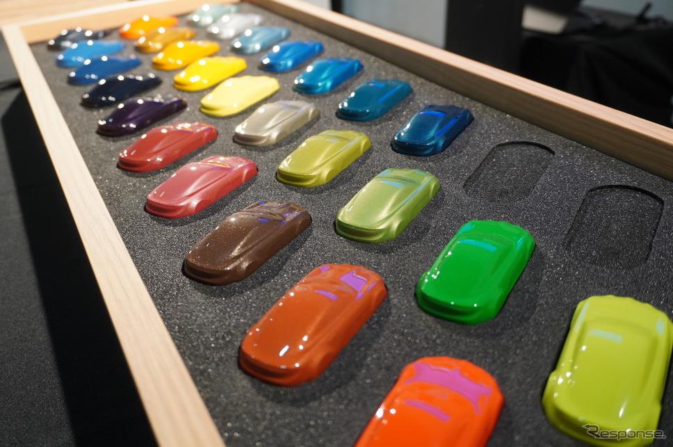 アトリエアルピーヌで用意されるボディカラーは全29色《写真撮影 宮崎壮人》