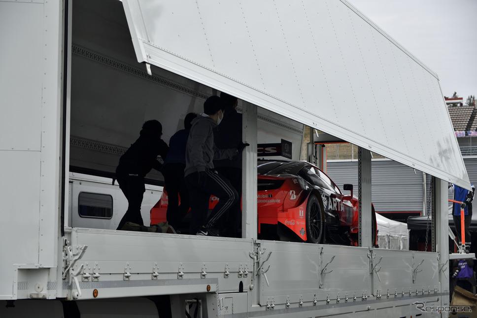 SUPER GT第7戦 ツインリンクもてぎ搬入の様子《撮影 雪岡直樹》