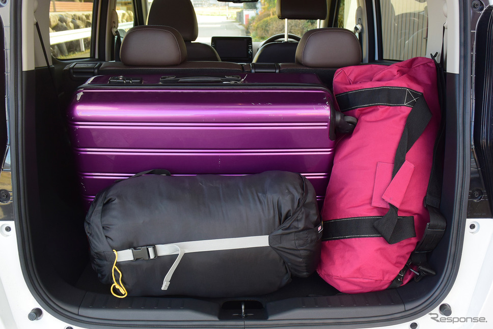 荷室容量重視のレイアウトにすると長期旅行用の大型トランクやボストンバックなども積載可能。《写真撮影  井元康一郎》