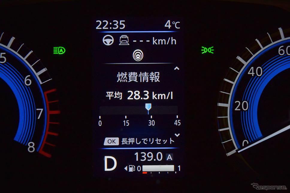 燃費は普段はリッター22kmくらいであったが、ハイブリッドの特性を生かした運転を心がけるとドーンと伸ばすことができた(実測値は27.1km/リットル)。《写真撮影  井元康一郎》