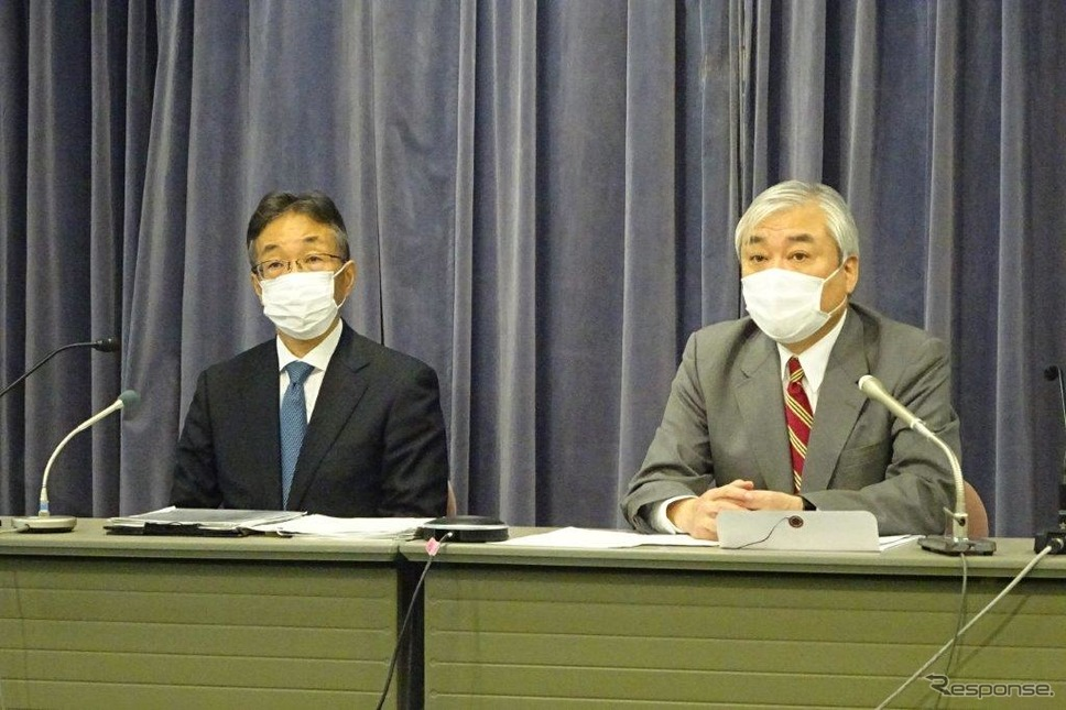 記者会見した自賠制度を考える会」の福田弥夫座長と(右)と事務局の山岡正博氏《写真撮影 池原照雄》