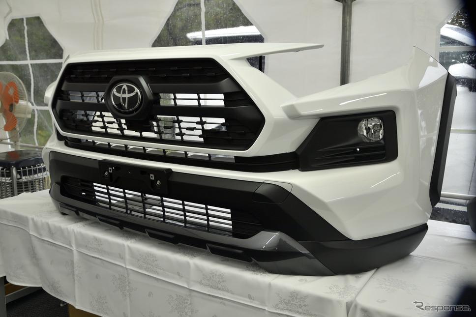 """トヨタ RAV4 アドベンチャー""""オフロードパッケージ""""のフロントバンパー《写真撮影 雪岡直樹》"""