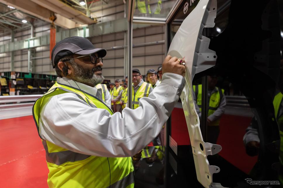 新型(次期型)キャシュカイ生産のため、英サンダーランド工場に導入されたXLサイズのプレス機。《photo by Nissan》