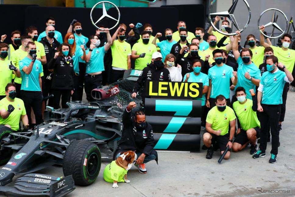 F1で年間王者になったハミルトン《Photo by Dan Istitene - Formula 1/Formula 1 via Getty Images/ゲッティイメージズ》
