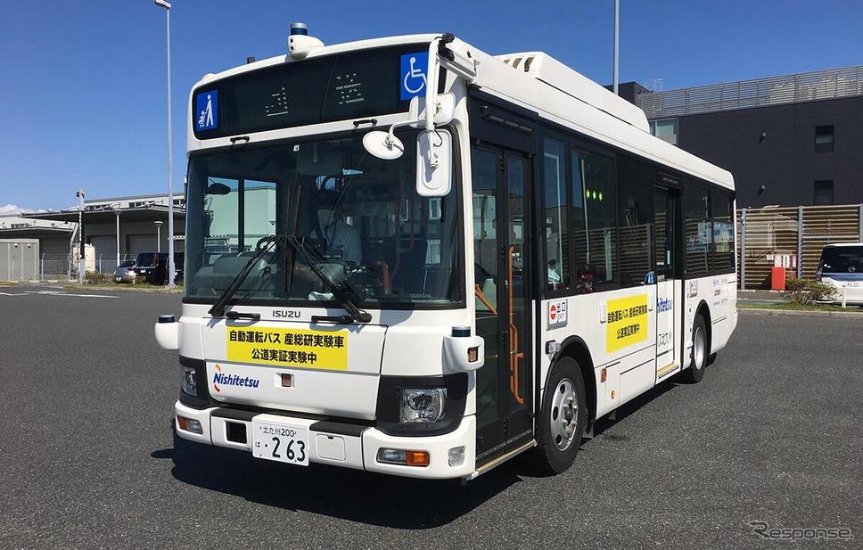 「中型自動運転バス実証実験」を実施する西鉄バス北九州の路線バス《写真提供 ブリヂストン》