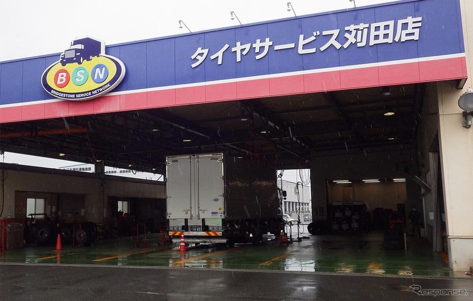 実証実験をサポートする ブリヂストンタイヤサービス西日本タイヤサービス苅田店《写真提供 ブリヂストン》