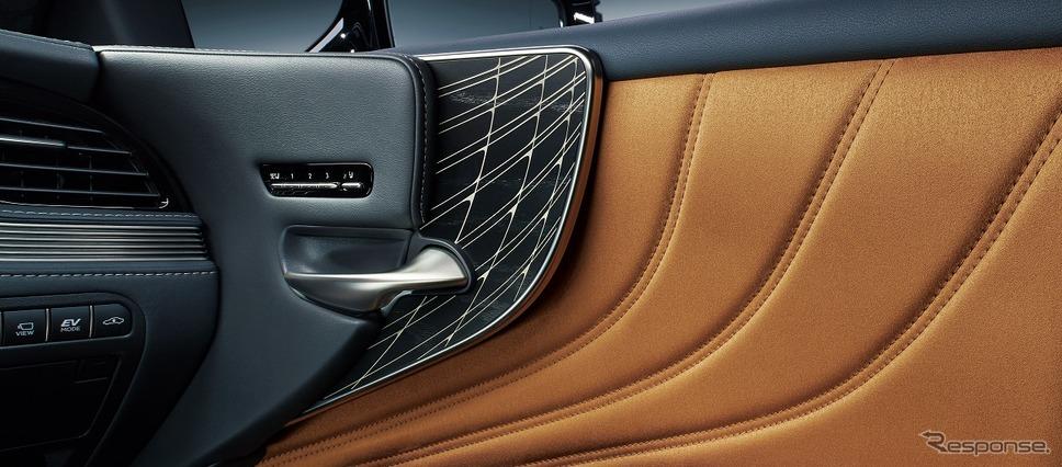 オーナメントパネル(レザーカットスペシャル)《写真提供 トヨタ自動車》