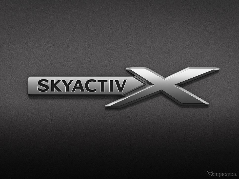 SKYACTIV-X フェンダーバッチ《写真提供 マツダ》