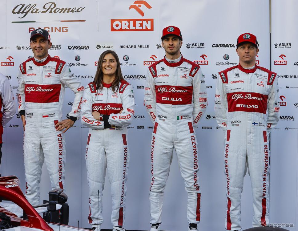2020年のアルファロメオF1ドライバーたち。左からテスターのR. クビサとT. カルデロン、レースドライバーのA. ジョビナッツィとK. ライコネン。《写真提供 FCA JAPAN》
