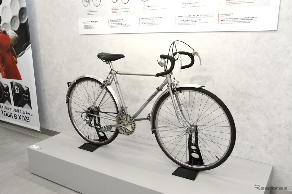 Bridgestone Innovation Gallery「WHERE WE GO(想像と共創)」に展示されるロードマン(かつて製造していたスポーツサイクル)《写真撮影 諸星陽一》