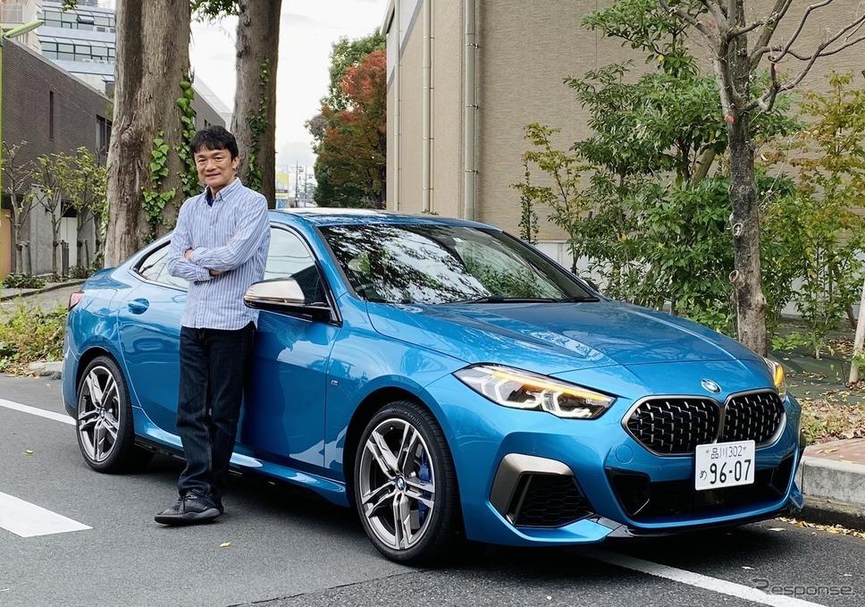 BMW M235i xDrive グランクーペと岡本幸一郎氏《写真提供 岡本幸一郎》