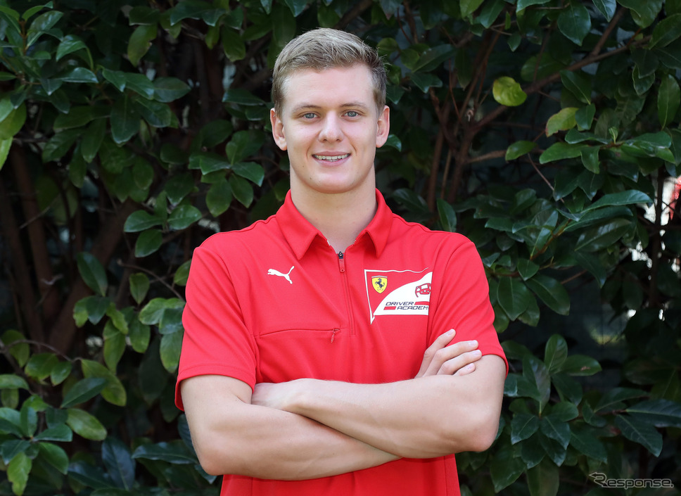 来季2021年、ハースF1チームのレースドライバーになるミック・シューマッハ(着ているシャツはFerrari Driver Academyのもの)。《写真提供 Ferrari》