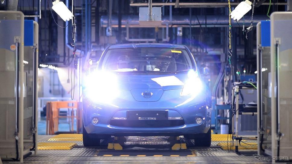 追浜工場で電気自動車(EV)「日産リーフ」の生産を開始(2010年)《写真提供 日産自動車》