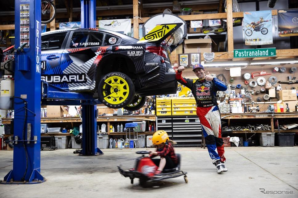 『ジムカーナ2020』に起用されたスバル WRX STI のワンオフモデルとトラビス・パストラーナ選手《photo by SUBARU》