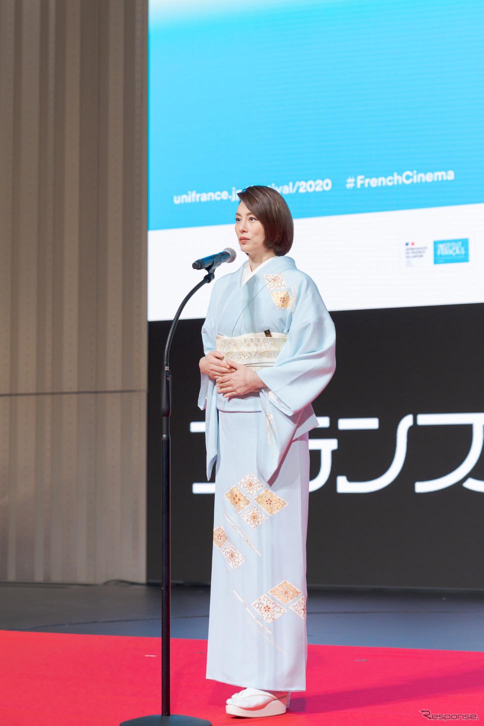 フェスティバルミューズとして米倉涼子さんは、鮮やかな水色の着物で登場。《写真撮影 関口敬文》