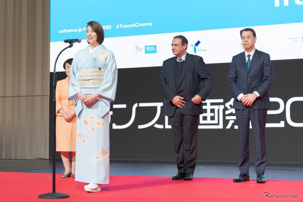 フェスティバルミューズとして米倉涼子さんが、開会を宣言。《写真撮影 関口敬文》