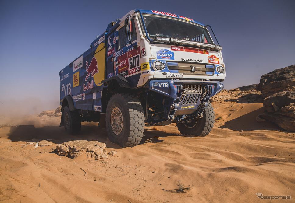 トラック総合優勝の#507 D.ソトニコフ(KAMAZ)。《写真提供 Red Bull》