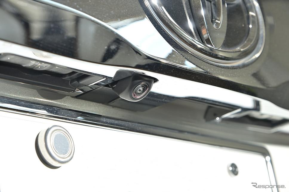 バックカメラは純正品をそのまま使用する《PHOTO:雪岡直樹》