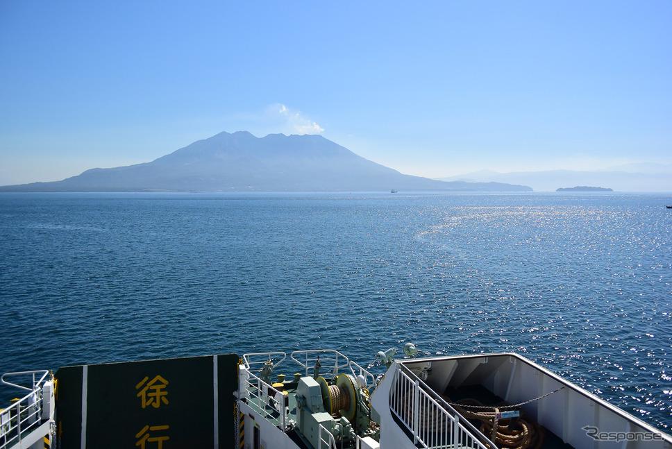 本土最南端、佐多岬へ向かうべく薩摩・大隅両半島を結ぶ垂水フェリーに乗る。《写真撮影 井元康一郎》