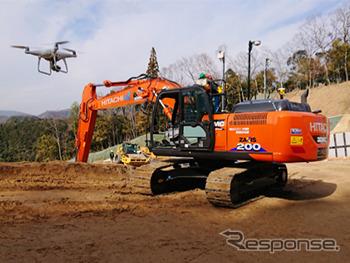 遠隔操縦されるICT油圧ショベルZX200X-6《画像提供 日立建機日本》
