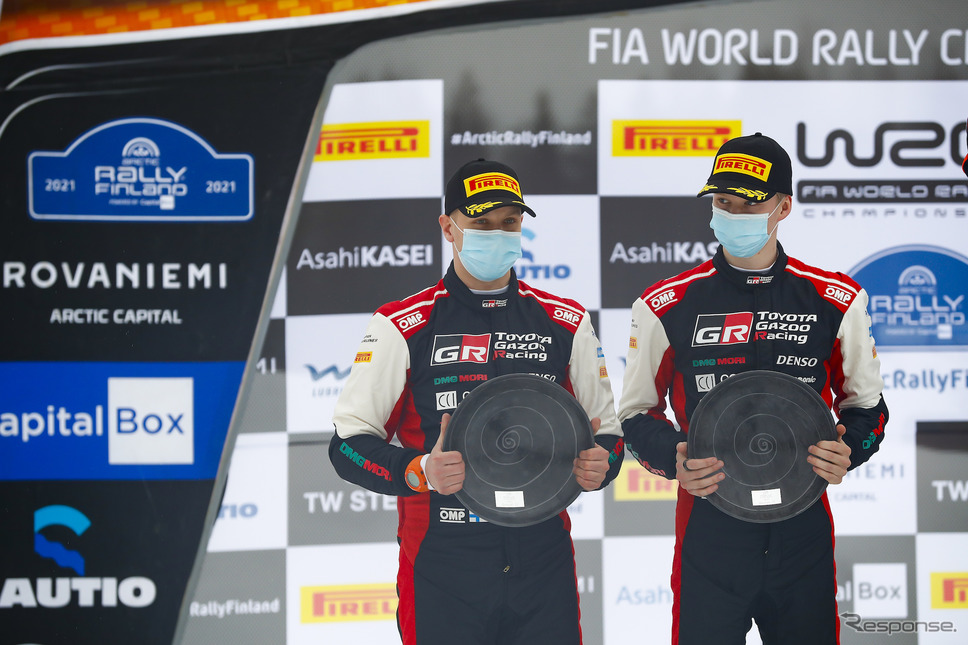 2位の#69 ロバンペラ(右。左はコ・ドライバーのJ.ハルットゥネン)。《写真提供 TOYOTA》