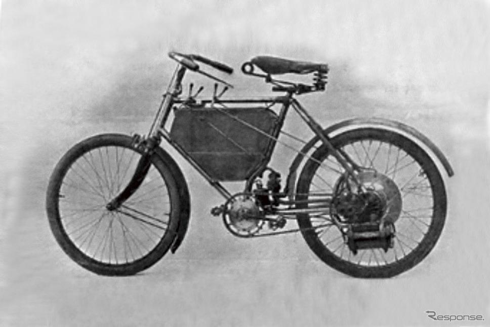 1898年、第1回パリ・モーターショーで、ド・ディオン・ブートン・エンジンを搭載したプジョー最初のモーターサイクルを発表《写真提供 プジョーモトシクル》