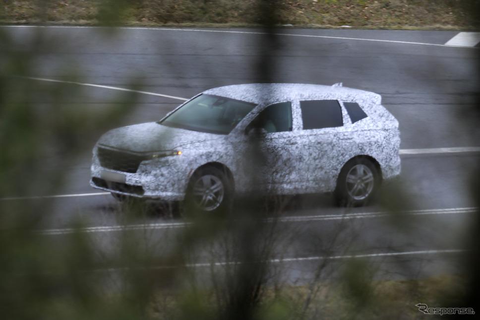 ホンダ CR-V 次期型プロトタイプ(スクープ写真)《APOLLO NEWS SERVICE》