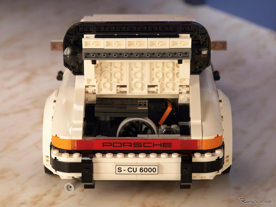 ターボのエンジンルーム。インタークーラーが付くなど、タルガとは作り分けられている。《写真提供 レゴジャパン》