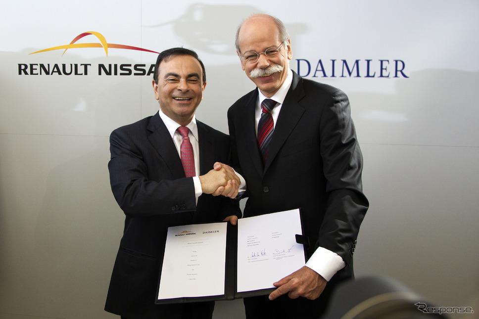 ルノー・日産アライアンスのカルロス ゴーンCEOとダイムラーのディーター ツェッチェCEO(2010年の提携発表)《photo by Daimler》