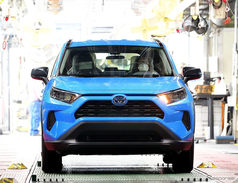 北米初のトヨタ単独工場「TMMK」の生産1300万台となった RAV4 ハイブリッド《photo by Toyota》