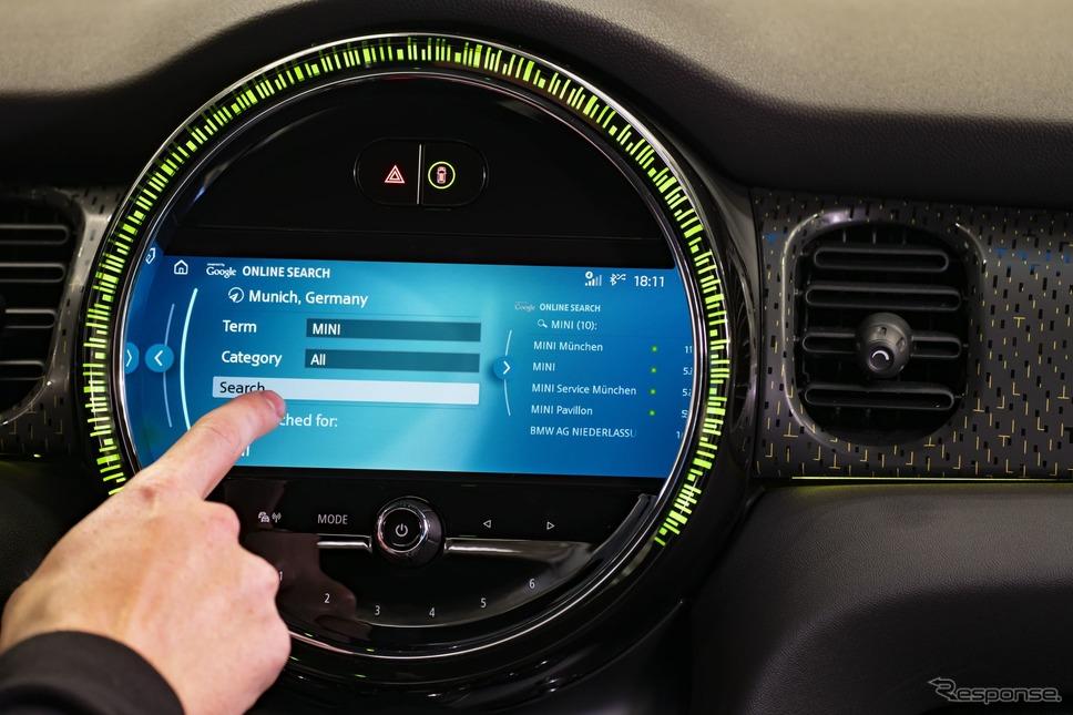 MINI ハッチバック  改良新型の新OS採用の8.8インチカラーディスプレイ《photo by MINI》